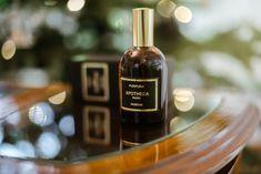 Apa de parfum PURPURA face parte din colecția APOTHECA, are un design vintage franțuzesc și conține note de parfum terapeutice predominante precum portocală amară, smochină, cardamom, lemn de santal, mosc alb, cașmir și ambră. Producător: MADE in Paris. Gramaj: 100 ml Perfume Making, Paris, Fragrances, Whiskey Bottle, Personal Care, Drinks, How To Make, Vintage, Design
