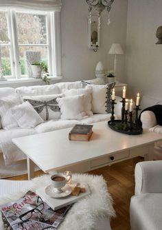 kleines weißes Wohnzimmer im Shabby Chic Stil dekorieren