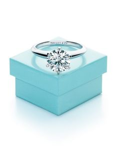 A Tiffany Setting diamond engagement ring and the famous Tiffany Blue Box. Tiffany Et Co, Tiffany Blue, Bling Bling, Before Wedding, Ring Verlobung, Dream Ring, Diamond Are A Girls Best Friend, To My Future Husband, Dear Future