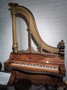 Kuhn y Ridgeway arpa Piano Liberace Museum Indian Musical Instruments, Museums In Las Vegas, Old Pianos, Piano Player, Piano Man, Music Aesthetic, Art Case, Music Images, Piano Music