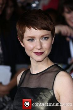Valerie Curry - Like her cut and color!