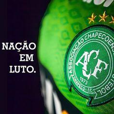 A Hits FM lamenta profundamente o trágico acidente aéreo sofrido pelo clube brasileiro Chapecoense e presta suas expressivas condolências a familiares e amigos das vítimas.  Ao mesmo tempo desejamos recuperação aos sobreviventes. #FmHits #hitsfm  #chapecoensse
