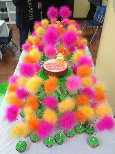 lorax cake & cupcakes - Lorax Party Ideas Dr Seuss Birthday Party, Third Birthday, 4th Birthday Parties, Birthday Fun, Birthday Ideas, Girl Parties, Birthday Cupcakes, Valentinstag Party, Der Lorax
