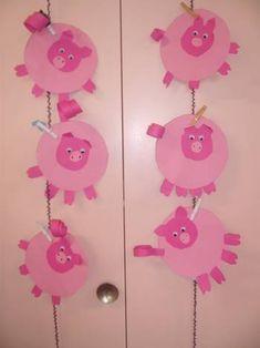 Petits cochons ! - Le blog des Maternelles de Cléguer New Year's Crafts, Crafts For Kids, Arts And Crafts, Petite Section, Chinese New Year Crafts, Three Little Pigs, Elementary Art, 3 D, Piglets