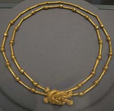 The Museum of Amphipolis Gold     Herakles knot necklace