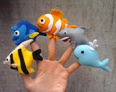 Fish finger puppets made from felt. Each item is hand stitched. You will receive 5 finger puppets : Angelfish Doryfish Clownfish Shark Whale Felt Puppets, Felt Finger Puppets, Puppet Toys, Felt Diy, Felt Crafts, Finger Puppet Patterns, Puppet Making, Felt Books, Operation Christmas Child