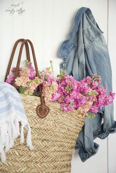 The simple secret to a French market basket bouquet - French Country Cottage English Country Decor, French Country Cottage, French Country Style, Coastal Cottage, Cottage Style, French Decor, French Country Decorating, Cottage Decorating, Market Baskets