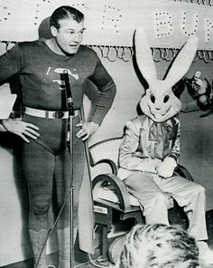 Happy Easter from Superman (George Reeves) and the Easter Bunny. This bunny is kind of creepy. Not to worry, Superman will protect us. Vintage Bizarre, Creepy Vintage, Comic Book Characters, Comic Books, Easter Bunny Pictures, Bunny Pics, Bunny Bunny, Bunny Images, Bunny Rabbits