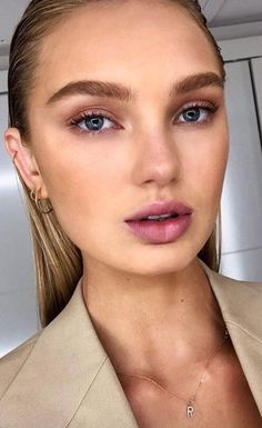 slicked back hair and fresh makeup Beauty Skin, Beauty Makeup, Hair Makeup, Hair Beauty, Eye Makeup, Simple Makeup, Natural Makeup, Fresh Makeup, Soft Makeup