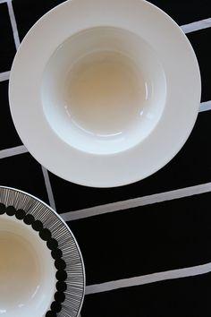 marimekko oiva plates beautiful designs beautiful quality deep bowls Dining Table Chairs, Dining Furniture, Marimekko, Scandinavian Style, Natural Materials, Bowls, Table Settings, Designers, Plates
