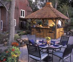 the ultimate outdoor kitchen - a little impractical for a chicagoan w/o a yard, but fun to imagine the possibilities