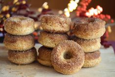 Bakte donuts med kanelsukker Baked Donuts, Doughnuts, Delicious Cake Recipes, Yummy Cakes, Norwegian Food, Norwegian Recipes, Norwegian Christmas, Dessert Drinks, Just Desserts