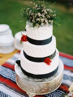 black and white wedding cake // photo by MastinStudio.com // cake by Sugar-Baby-Cakes.com