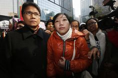 Erwiana Sulistyaningsih (C), a former Indonesian domestic helper, arrives at a district court in Hong Kong February 10, 2015. A Hong Kong woman accused of abusing Sulistyaningsih, her former domestic helper, was convicted by the district court, government radio reported. REUTERS/Bobby Yip