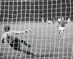 Czech'kia 2 West Germany 2 (5-3 p) in 1976 in Belgrade. A cheeky little chip from Antonin Panenka and the Czechs win the European Championship 5-3 on penalties.