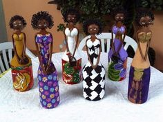 Aprende cómo hacer una linda africana con botellas recicladas ~ Solountip.com Doll Crafts, Clay Crafts, Diy And Crafts, Recycled Wine Corks, Recycled Bottles, African Dolls, African Art, Bottle Painting, Bottle Art