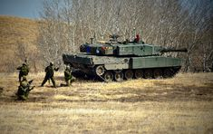 Canadian Division on exercises in Spring Force Pictures, Canadian Army, Military Armor, Battle Tank, World Of Tanks, Leopards, Armored Vehicles, Armed Forces, Troops