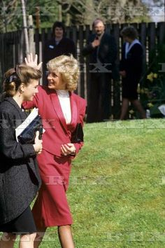 1988-03-25 Diana at Boyd Court Guinness Trust Estate with the Marchioness of Douro in Bracknell, Berkshire