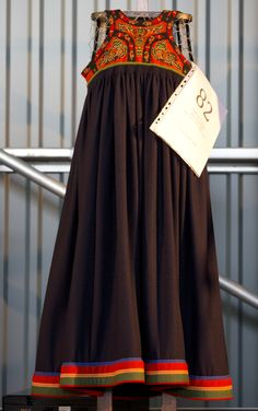 Bilderesultat for gausdalsbunad Folk Costume, Costumes, Historical Costume, Norway, All Things, Scandinavian, Embroidery, Clothes, Outfits