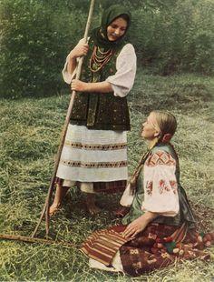 Девчата в летней одежде. Киевская обл
