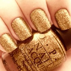 Sparkly Gold nails!