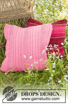 Heart by Heart Pillow - Knitted pillow with cables and lace pattern in DROPS Cotton Merino. Fits pillow 50 x 50 cm. Drops Design, Knitting Patterns Free, Knit Patterns, Free Knitting, Heart Cushion, Heart Pillow, Owl Pillow, Knit Pillow, Knitted Cushions