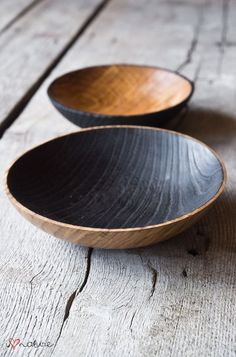 Hand crafted oak bowls I like the contrasting interior and exterior finishes on these. Wood Turning Projects, Wood Projects, Lathe Projects, Wood Bowls, Wooden Kitchen, Whittling, Plates And Bowls, Wabi Sabi, Wood Design