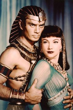old Hollywood royalty with Yul Brynner and Anne Baxter Old Hollywood Style, Old Hollywood Movies, Hollywood Icons, Old Hollywood Glamour, Hollywood Fashion, Hollywood Actor, Golden Age Of Hollywood, Vintage Hollywood, Hollywood Stars