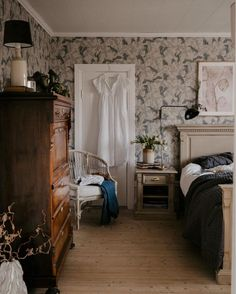 my scandinavian home: A Rundown House Becomes a Fairytale Swedish Country Home Quirky Home Decor, Cheap Home Decor, Modern Decor, Sweden House, Diy Bedroom Decor, Bedroom Ideas, Bedroom Signs, Decorating Bedrooms, Bedroom Art