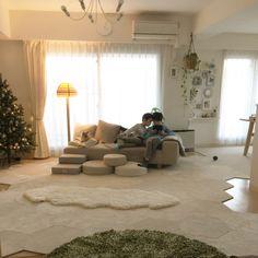 haruhinaさんの、部屋全体,観葉植物,照明,ペット,犬,ソファ,ラグ,北欧,マンション,クリスマス,クリスマスツリー,ヤコブソンランプ,プラスティフロア,ペットと暮らすインテリア,ムートンマット,のお部屋写真