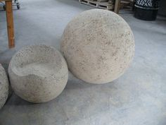 Hypertufa garden seat next to spheres (from My Notting Hill: Richard Taylor at Round Top & a Giant Clam at Pottery Barn)