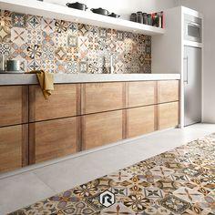 50 Unique Kitchen Flooring Ideas for a Lively Step - Houseminds Kitchen Room Design, Modern Kitchen Design, Kitchen Tiles, Kitchen Flooring, Kitchen Interior, Interior Design Living Room, Kitchen Decor, Living Haus, Kitchen Cupboard Doors
