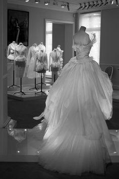 Le groupe LVMH est derière plusieurs des plus grandes marques de haute couture et de luxe; Dior, Louis Vuitton, Givenchy, Céline, Fendi, Moët & Chandon, Veuve Clicquot… En octobre, ils ont ouvert leurs portes au public dans le cadre des Journées Particulières, qui a eu la chance de visiter les ateliers et voir où toute […]