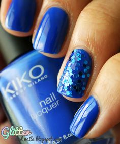 Royal blue + Glitter    Check out the blog...she's got some really pretty ideas on here.
