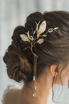 Gorgeous and very romantic headpiece art nouveau style. Easily added into the hair wherever you want to. This wedding hair flower decoration will look so elegant. Wear it for your wedding, or just cau Cute Jewelry, Jewelry Art, Jewelry Design, Fantasy Jewelry, Pearl Jewelry, Gold Jewelry, Wedding Hair Flowers, Flowers In Hair, Wedding Hair Pieces