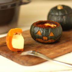 「坊ちゃんかぼちゃの丸ごとプリン by オーナーズデスク コンシェルジュ」のレシピページです。ハロウィンにぴったり!なめらかプリンとホクホクかぼちゃの組み合わせがたまらない、とっておきスイーツです。