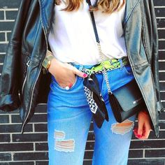 Bonitos detalles   #zoom #style #details #monturquoise #look #blue #vintage #jeans #basic #tshirt #michaelkors #minibag #golden #casio #stones #ring #hym #silkscarf #leatherjacket #streetstyle