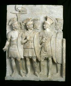 """Relief denominado """"de los pretoriano"""" Musée du Louvre, MA 1079 © 2006 Musée du Louvre et AFA / Anne Chauvet"""
