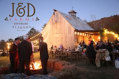・・・ For sure one of our favorite images of the barn from this season. Who would've thought December would end up being warmer than November. Farmhouse Design, Modern Farmhouse, Farm Images, Rustic Wedding Inspiration, Wedding Ideas, Barn Living, Christmas Tree Farm, Southern Weddings, Horse Barns