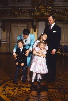 The Swedish Royal Family goofing around; King Carl Gustaf, Queen Silvia, Princesses Victoria and Madeleine and Prince Carl Philip