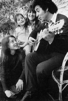 Victor Jara ( Lonquén 28 - 9 - 1932 / Estadio Chile 15 - 9 - 1973) Davids Sling, Victor Jara, Latin Music, Musical, Vintage Photos, The Voice, Che Guevara, Celebs, Black And White