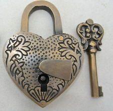 lock and key ile ilgili görsel sonucu Under Lock And Key, Key Lock, Unique Key, Old Keys, Knobs And Knockers, Vintage Keys, Key To My Heart, Antique Bottles, Heart Shapes