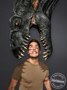 Jurassic World: Fallen Kingdom exclusive photos give new look at park, dinosaurs See Chris Pratt, Bryce Dallas Howard, and some of their fierce-toothed friends Michael Crichton, Jurassic Park Poster, Jurassic Park Series, Jurassic World 3, Jurassic World Fallen Kingdom, Jurassic World Chris Pratt, Jurassic Movies, Star Lord, Jeremy Renner