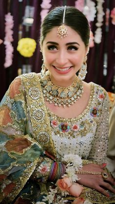 Pakistani Bridal Makeup Indian Style Ideas For 2019 Pakistani Bridal Makeup, Bridal Mehndi Dresses, Pakistani Wedding Outfits, Indian Bridal Wear, Bridal Outfits, Bridal Lehenga, Pakistani Dresses, Lehenga Choli, Sabyasachi