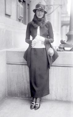 Singer Marion Harris, 1920 fascinating dress, a transition style photo print ad fashion 20s Fashion, Fashion History, Retro Fashion, Fashion Beauty, Vintage Fashion, Fashion Outfits, Cheap Fashion, Fashion Women, Harlem Renaissance