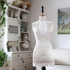 See how easy it is to create such Shabby Chic or Bohemian looking Vintage Darling for your home or atelier.