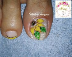 What Christmas manicure to choose for a festive mood - My Nails Toe Nail Designs, Nail Polish Designs, Bright Red Nails, Yellow Nails, Nail Hardener, Sunflower Nails, Christmas Manicure, Red Nail Polish, What Is Christmas