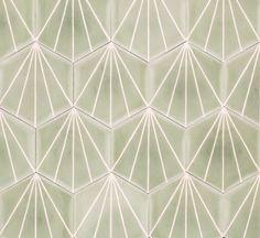 Marrakech Design Dandelion, design Claesson Koivisto Rune. Cementine esagonali ispirate ai tessuti stampati e alle lacche giapponesi. In 12 colori, formato cm 20x23x1,2 di spessore, consentono molteplici disegni di posa.