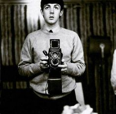 Sir James Paul McCartney is an English singer, multi-instrumentalist and composer. He gained fame around the world as a member of the Beatles along with John Lennon, George Harrison, and Ringo Starr. Paul Mccartney, Jacqueline Kennedy Onassis, Old Cameras, Vintage Cameras, Robert Frank, Famous Musicians, Sean Connery, Famous Celebrities, Celebs