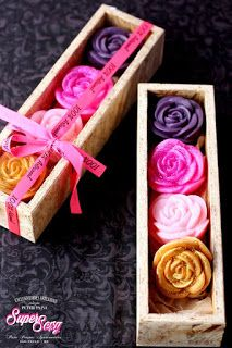 Handmade Soaps in Super Sexy Line Box by Peter Paiva Source by peterpaiva The post Handcrafted Soaps appeared first on Soap. Soap Packing, Decorative Soaps, Soap Display, Rose Soap, Homemade Soap Recipes, Home Made Soap, Handmade Soaps, Diy And Crafts, Decoration